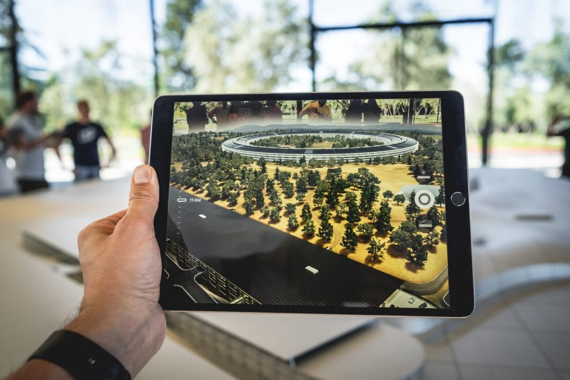 7 ways Virtual and Augmented Reality is being used today's thumbnail